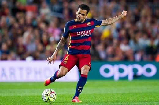 4. Hàng phòng ngự lỏng lẻo hơn:Tính trong cả mùa trước, Barcelona chỉ thủng lưới 37 bàn. Thế nhưng đến thời điểm này khi mùa giải chưa kết thúc, Barcelona đã nhận 51 bàn thua. Các trụ cột của hàng phòng ngự cũng bị quá tải vì thiếu phương án dự phòng.