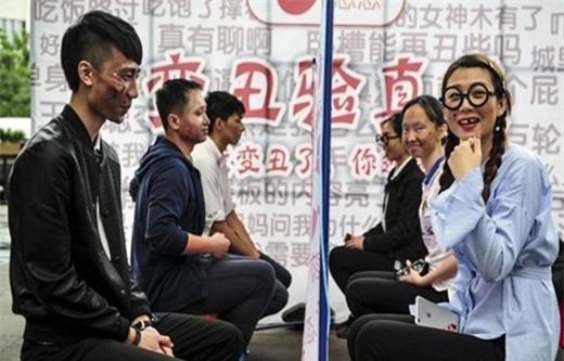 Giới trẻ Trung Quốc làm mặt xấu thử lòng người yêu