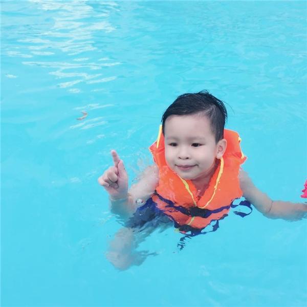 Khánh Ngọckhoe ảnhcùng con trai đi bơi tránh nóng. - Tin sao Viet - Tin tuc sao Viet - Scandal sao Viet - Tin tuc cua Sao - Tin cua Sao
