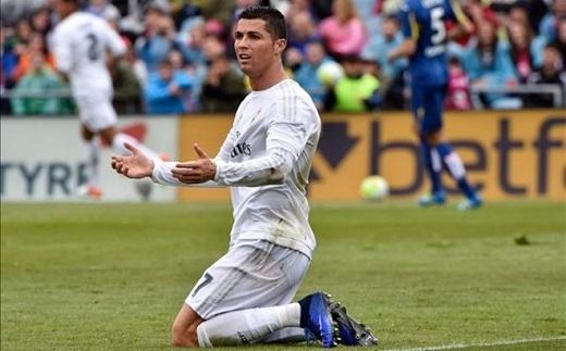 Ngày Ronaldo rời Real để tới PSG đang đến gần? (Ảnh: AFP)