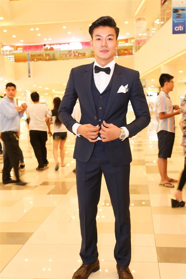 """Hiểu Nguyễn """"chuẩn man""""trong bộ vest xanh lịch lãm. - Tin sao Viet - Tin tuc sao Viet - Scandal sao Viet - Tin tuc cua Sao - Tin cua Sao"""