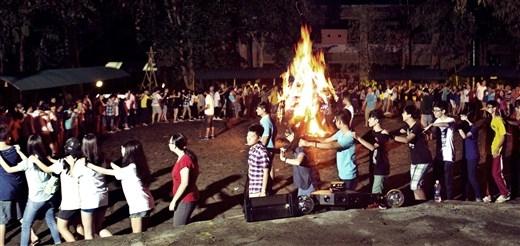 Rạp chiếu phim ngoài trời và đêm lửa trại sẽ là hai chương trình đinh của ngày lễ dành cho khách lưu trú tại Madagui đêm 30/4 & 1/5 này