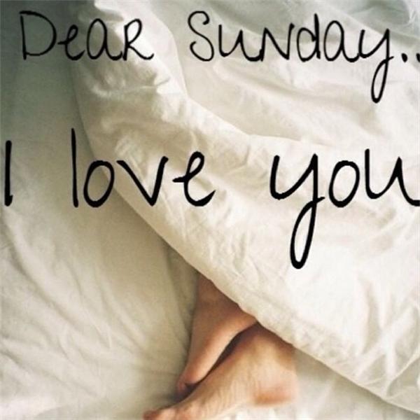 Thức dậy và nhận ra hôm nay là Chủ Nhật.