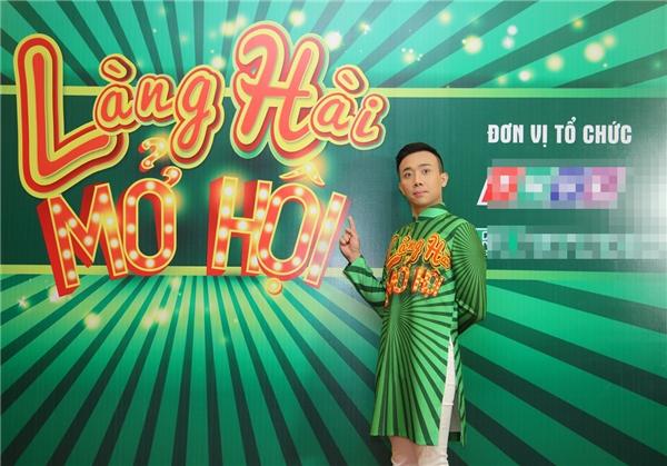 Việt Hương - Trấn Thànhđãdiện bộ áo dàiđôi với màu sắc nổi bật và ấn tượng, được thiết kế dành riêng cho họ. - Tin sao Viet - Tin tuc sao Viet - Scandal sao Viet - Tin tuc cua Sao - Tin cua Sao