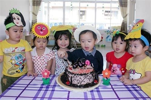 Riotrong một buổi tiệc sinh nhật cùng các bạn ở lớp mẫu giáo. - Tin sao Viet - Tin tuc sao Viet - Scandal sao Viet - Tin tuc cua Sao - Tin cua Sao