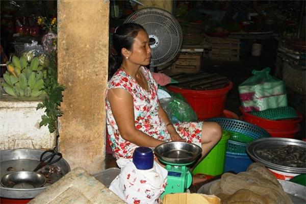 Tiểu thương các chợ cá ở Huế chán nản vì cá ế.