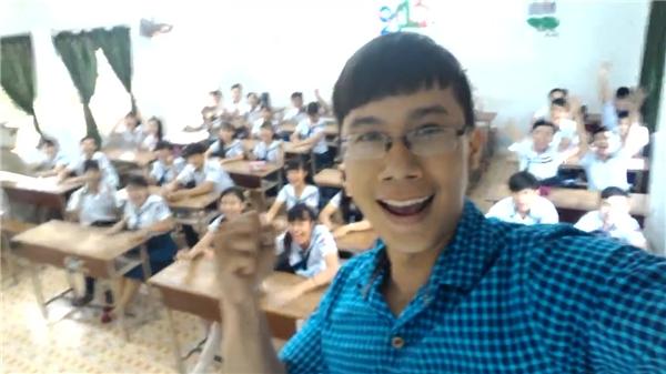"""Hình ảnh của thầy giáo """"so cute"""" và học sinh."""