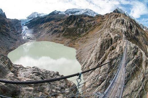 Trift toạ lạc trên sông băng Trift gần thị trấn Gadmen trên dãy Alpes của Thụy Sĩ.(Ảnh: Internet)