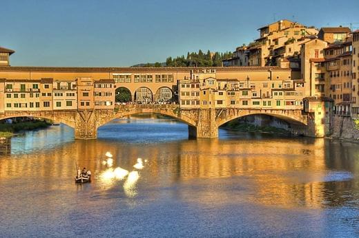 """Ponte Vecchiođược mệnh danh là """"Cầu tình yêu"""" của nước Ý.(Ảnh: Internet)"""
