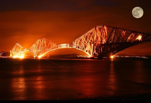 Đây làcây cầu đường sắt đục hẫng cân bằngbắc qua Firth của Forth.(Ảnh: Internet)