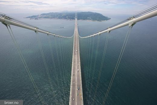 Akashi-Kaikyo là một kiểu cầu treo, được thiết kế theo kiểu kết cấu dây võng.(Ảnh: Internet)