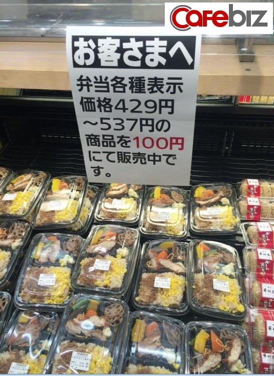 Những hộp cơm tươi mới, đầy đủ dinh dưỡng, ngon lành giá chỉ 20 nghìn đồng (giá giảm chỉ còn bằng 1/3 đến 1/5 so với ngày thường). (Ảnh: Sugoi)