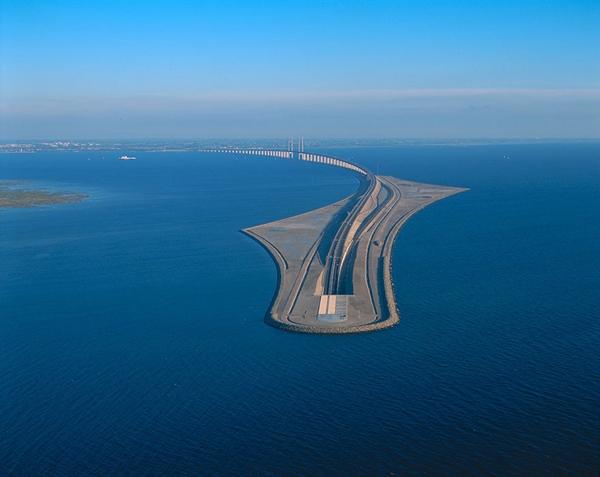 """Oresund được nhiều gọi với cái tên là """"Cây cầu biến mất"""".(Ảnh: Internet)"""