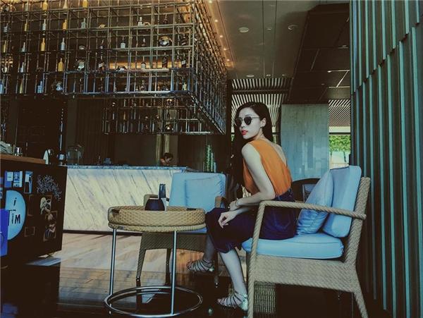 """Người đẹp đăng tải hình ảnh với dòng chú thích: """"6 tháng rồi mới quay trở lại nơi đây... Bắt đầu cho những công việc mới… Biển hôm nay lặng sóng quá…"""". - Tin sao Viet - Tin tuc sao Viet - Scandal sao Viet - Tin tuc cua Sao - Tin cua Sao"""