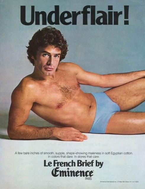Người mẫu nằm trên sàn nhà đã từng là hình ảnh tiêu biểu nhất cho việc quảng cáo đồ lót của nam giới. Tuy nhiên, ở thời điểm này quan niệm về cơ bắp cuồn cuộn hay thân hình lực lưỡng của người mẫu vẫn chưa xuất hiện.