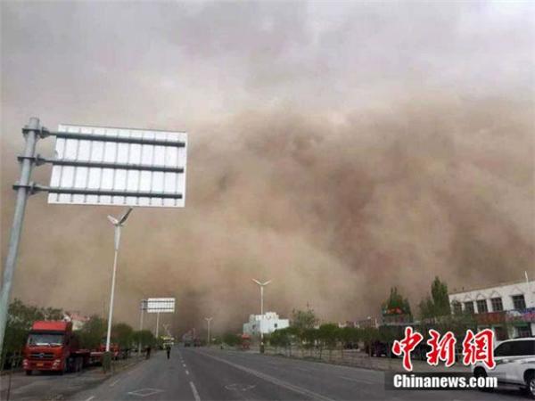 Cùng ngày, trên địa bàn tỉnh Cam Túc cũng xuất hiện những hiện tượng thiên nhiên bất thường.