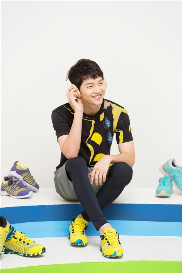 Song Joong Ki đánh bại đàn em trên mặt trận quảng cáo