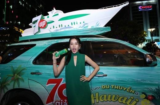 Chi Pu tinh nghịch với đoàn du thuyền Hawaii cực chất - Tin sao Viet - Tin tuc sao Viet - Scandal sao Viet - Tin tuc cua Sao - Tin cua Sao