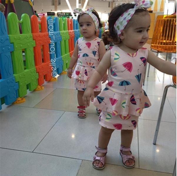 Những bộ váy có phom dáng peplum của người lớn cũng được vận dụng phù hợp cho các bé với hoạ tiết ngộ nghĩnh và rực rỡ.