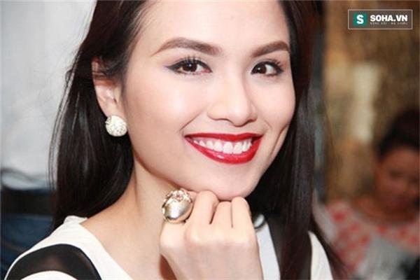 Hoa hậu Diễm Hương với má lúm đồng tiền bên trái.