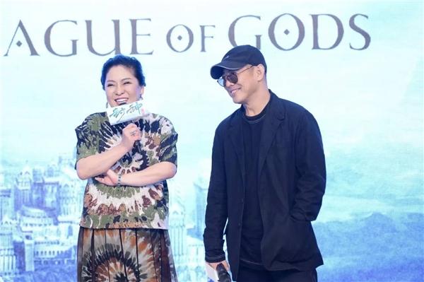 Trần Lam thường xuyên đỡ lời cho Lý Liên Kiệt mỗi khi anh có dấu hiệu đuối sức