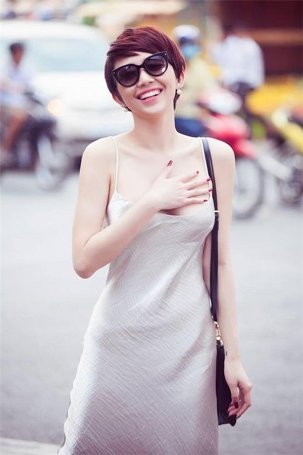 Hiện tại, Tóc Tiên là nữ ca sĩ được yêu thích ở Việt Nam không chỉ bởi cá tính âm nhạc của mình mà còn bởi phong cách thời trang hiện đại. - Tin sao Viet - Tin tuc sao Viet - Scandal sao Viet - Tin tuc cua Sao - Tin cua Sao