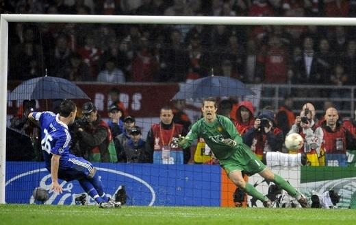 Cú trượt chân này đã gián tiếp đưa chức vô địch Champions League năm 2008 về Manchester United. Ảnh: Internet.