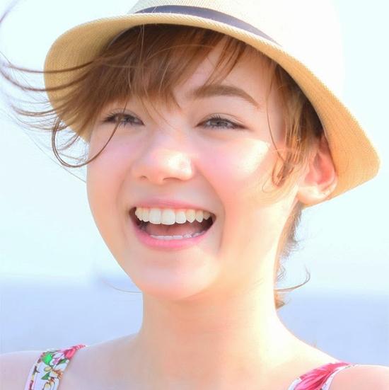 Hàm răng là góc con người, nếu có hàm răng thưa thì theo tướng số, người đó sẽ không khéo léo trong chuyện ăn nói cho lắm. Ảnh: Internet