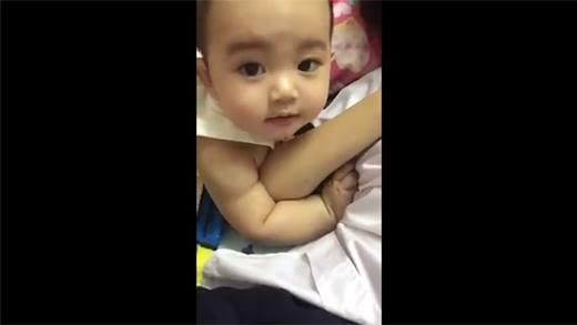 """Cận cảnh """"tiểu soái ca"""" đáng yêu của Khánh Thi và Phan Hiển"""