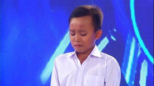Tóc Tiên, Văn Mai Hương xúc động với thí sinh nhí hát đám cưới phụ giúp mẹ