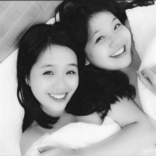 Hay là rủnhỏ bạn thân của mình cùng ngủ với nhau để thỏa thích mà trêu ghẹo nó nhé!(Ảnh: Uyển Nhi)