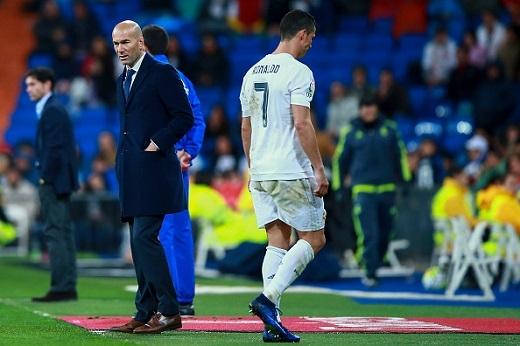 Zidane hối hận vì chấn thương của trò cưng Ronaldo