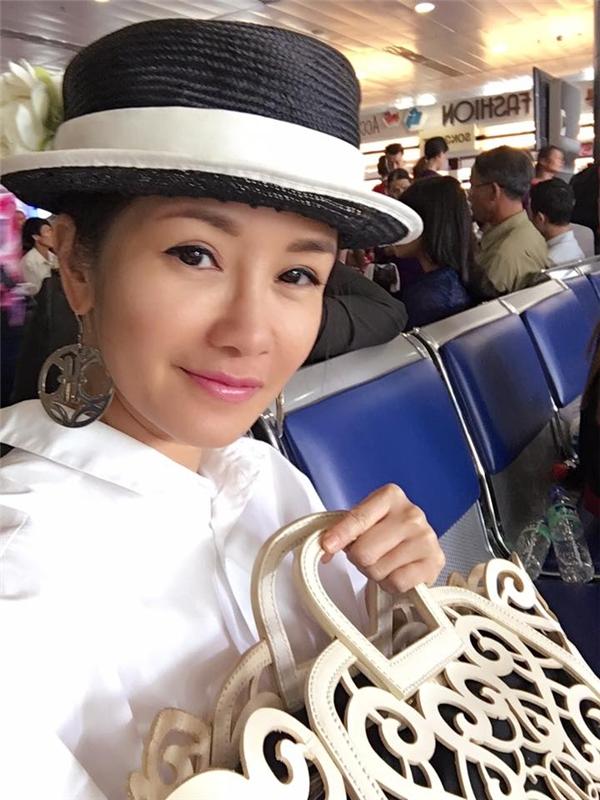 """Nữ diva Hồng Nhung khiến fan thích thú khi khoe ảnh selfie """"không tuổi"""". Với bức ảnh này khó ai có thể tin cô Bống đã bước vào tuổi U40. - Tin sao Viet - Tin tuc sao Viet - Scandal sao Viet - Tin tuc cua Sao - Tin cua Sao"""