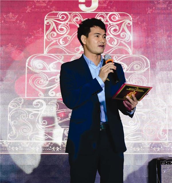 Nghệ sĩ Xuân Bắc và Hoàng Oanh đảm nhiệm vai trò người dẫn dắt của chương trình. - Tin sao Viet - Tin tuc sao Viet - Scandal sao Viet - Tin tuc cua Sao - Tin cua Sao