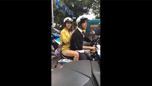 Song Ji Hyo ngồi xe máy đại náo đường phố Đài Loan