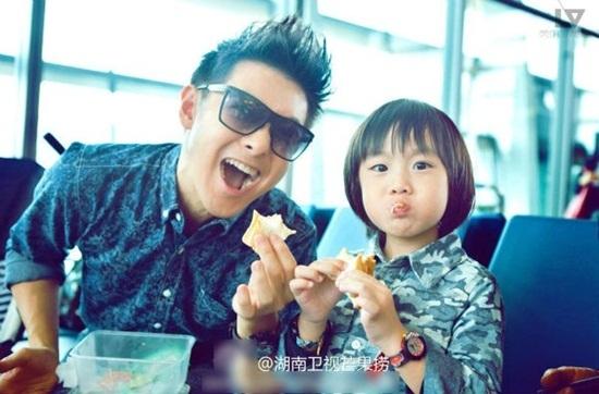 Lâm Chí Dĩnh và con trai