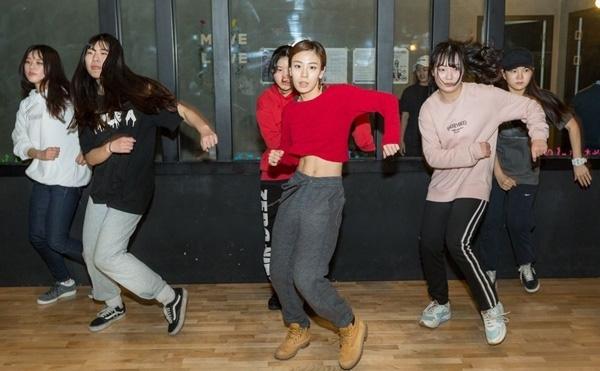 Mỗi ngày, Jeun cũng như các học viên phải luyện tập 12 tiếng, bao gồm cả ở lớp và thực hành tại nhà.