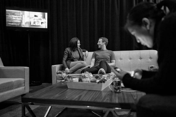 """Dáng vẻ đàn ông không thể """"chất hơn"""" của ông chủ một ứng dụng mạng xã hội lớn nhất thế giới."""