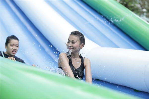 Đây là năm thứ hai Thanh Hằng tham gia lễ hội nước Clear city diving. - Tin sao Viet - Tin tuc sao Viet - Scandal sao Viet - Tin tuc cua Sao - Tin cua Sao