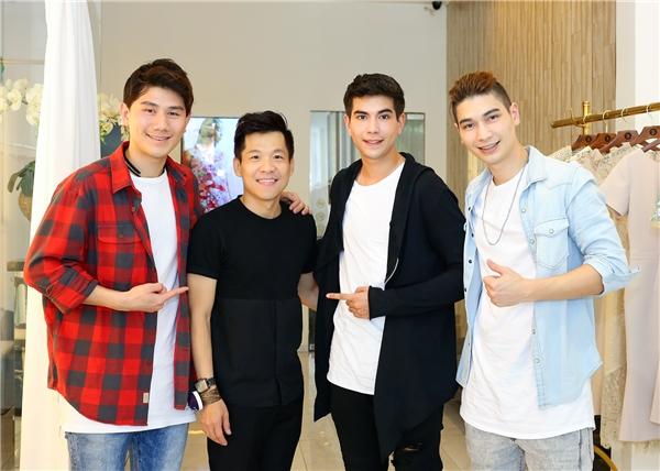 Á hậu Hà Thu đích thân ra sân bay đón nhóm nhạc Thái Lan - Tin sao Viet - Tin tuc sao Viet - Scandal sao Viet - Tin tuc cua Sao - Tin cua Sao