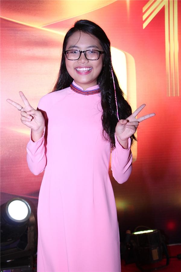 Phương Mỹ Chi điệu đà trong chiếc áo dài hồng - Tin sao Viet - Tin tuc sao Viet - Scandal sao Viet - Tin tuc cua Sao - Tin cua Sao