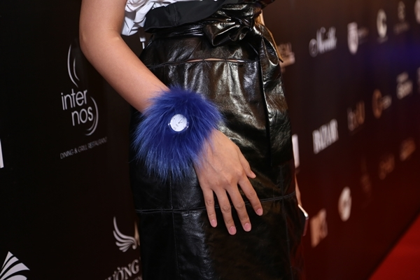 Chiếc đồng hồFendi có trị giá hơn 40 triệu đồng được stylist của Thanh Hằng - Hoàng Ku tiết lộ. - Tin sao Viet - Tin tuc sao Viet - Scandal sao Viet - Tin tuc cua Sao - Tin cua Sao