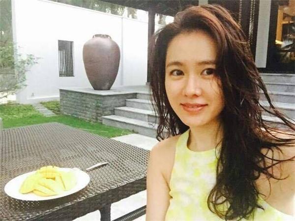 Nữ diễn viên cực kì rạng rỡ trong kì nghỉ tại Đà Nẵng. (Ảnh: internet)