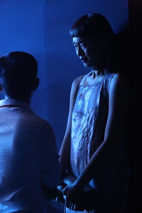 Cô không giấu nổi nước mắt kể lại câu chuyện. - Tin sao Viet - Tin tuc sao Viet - Scandal sao Viet - Tin tuc cua Sao - Tin cua Sao