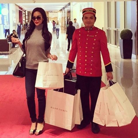 Đi shopping thảnh thơi không phải lo xách túi lớn túi nhỏ.