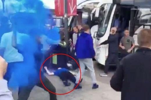 Một CĐV Everton bất tỉnh nhân sự sau vụ ẩu đả.