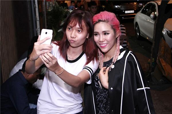 Nữ rapper Mei cũng nhận được sự quan tâm từ các bạn trong FC. - Tin sao Viet - Tin tuc sao Viet - Scandal sao Viet - Tin tuc cua Sao - Tin cua Sao