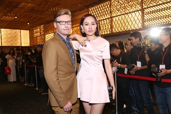 Ngoài đời, Kyo York và Kim Duyên là những người bạn thân thiết. Cả hai thường xuyên tham gia các chương trình vàhoạt động thiện nguyện.