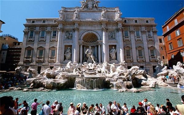 Trevi thu hút rấtnhiều khách du lịch khi đến Roma.(Ảnh: Internet)