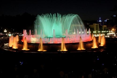 Montjuic là đàiphun nước có sự kết hợp với âm nhạc và ánh sáng. (Ảnh: Internet)